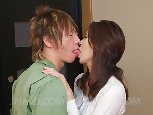 Kissing Asian Pics